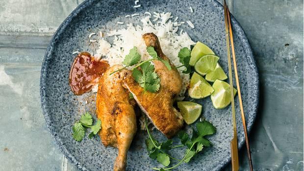 """Frisch gegrilltes Hühnchen auf Reis, mit LImetten, Koriander und """"Chili for Chicken"""""""
