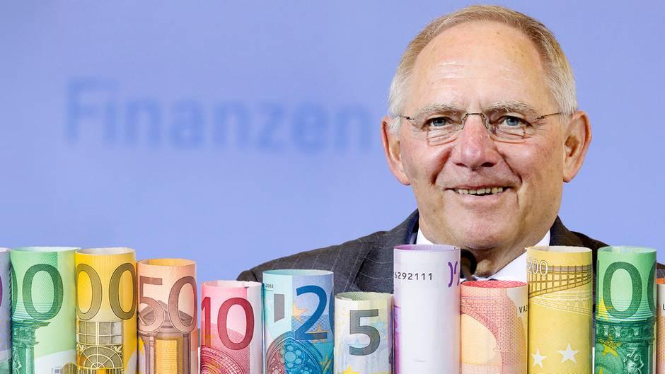Finanzminister Schäuble kann sich für 2016 über einen Überschuss von 24 Milliarden Euro freuen