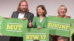 Anton Hofreiter, Katrin Göring-Eckardt, Claudia Roth - die Grünen wollen Mut zeigen