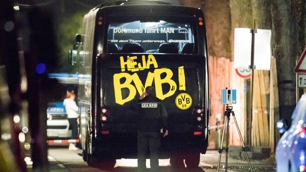 BVB-Mannschaftsbus nach dem Rohrbombenanschlag