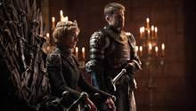 An diesen Anblick müssen wir uns in Staffel 7 wohl vorerst gewöhnen: Königin Cersei Lannister hatte sich am Ende der letzten Staffel den Eisernen Thron gekrallt. Ob sie ihn lange halten kann? Und wird ihr Bruder und Liebhaber Jaime an ihrer Seite bleiben?
