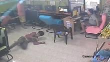 Schlange im Internetcafe
