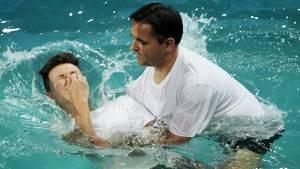 Eine Taufe der Zeugen Jehovas