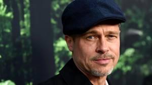 Brad Pitt wirkt erschöpft - nun will seine Mutter sich um ihn kümmern