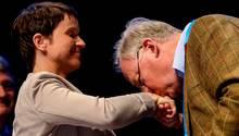 Küss die Hand: Alexander Gauland und Frauke Petry beim Parteitag der AfD