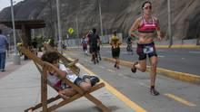 Lima, Peru. Beim Ironman schwimmen die Teilnehmer 3,86 Kilometer weit, fahren 180,2 Kilometer Fahrradund laufen zudem einen Marathon über 42 Kilometer. Das sind zusammengerechnet226 Kilometer Langeweile.