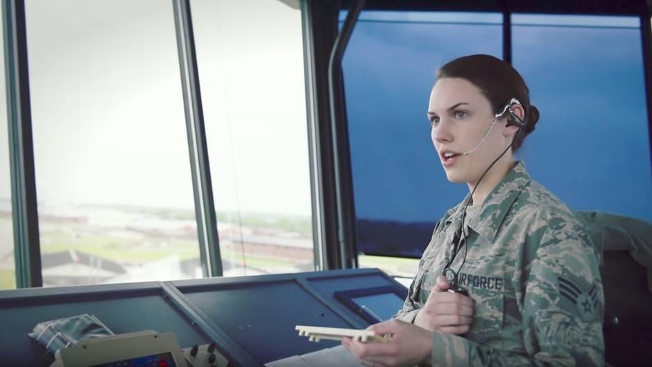 Fluglotsin bei der Air Force: Ist das der stressigste Job der Welt?