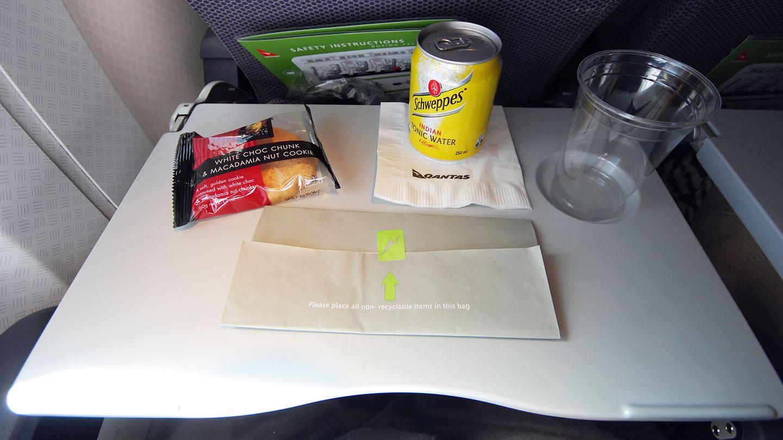Qantas, Economy Class: Adelaide - Sydney