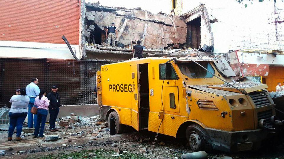 Das Gebäude des Geldtransport-Unternehmens wurde zerstört