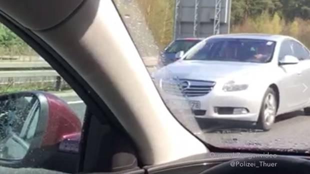 Geisterfahrt auf der A71: Die Polizei sucht nach dem Fahrer dieses silbernen Autos