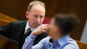 Der Hauptangeklagte Walid S. und sein Anwalt Martin Kretschmer im Landgericht in Bonn
