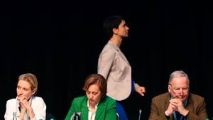 Bundesparteitag in Köln: Parteichefin Petry im Hintergrund, die AfD-Spitzenkandidaten Alice Weidel (l.) und Alexander Gauland vorn, in der Mitte Beatrix von Storch