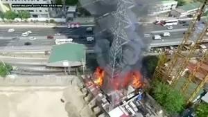 Strommast stürzt ein