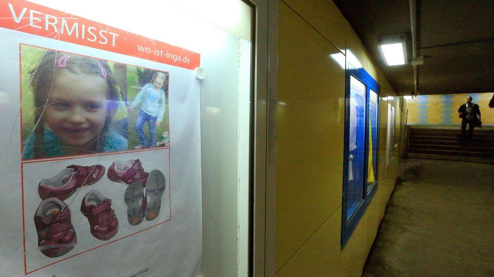 Such-Plakat nach der vermissten Inga im Bahnhof von Stendal