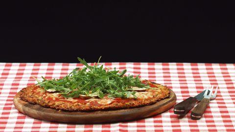 Pizza mit Zucchiniteig