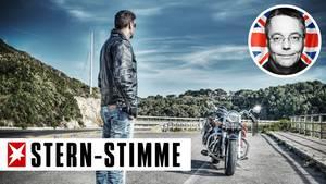 Mann liebt Motorrad