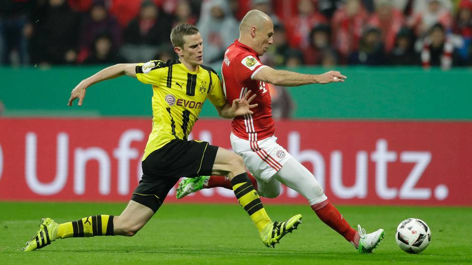 Sven Bender (l.) rettete mehrfach gegen Arjen Robben (r.)