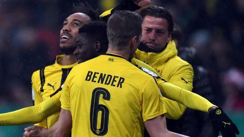 Dortmunder Jubeltraube: Der BVB schlägt Bayern und steht im Pokalfinale
