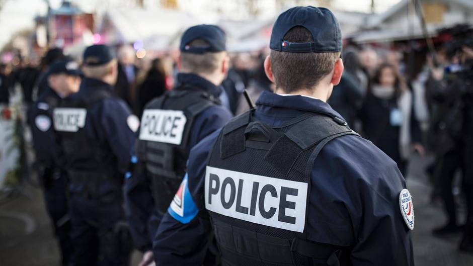 Polizisten ins Paris (Symbolfoto)