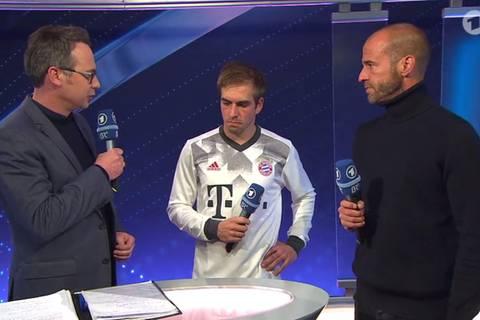 Bayerns Pokal-Pleite: Philipp Lahm ist am Boden zerstört – so stilvoll tröstet ihn Mehmet Scholl