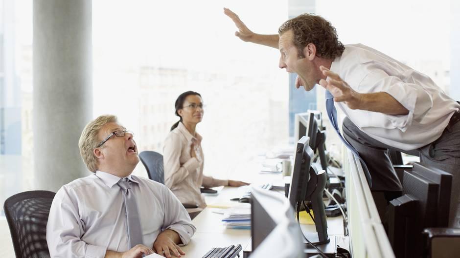 Wer im alten Job wegen Verhaltensauffälligkeiten rausgeflogen ist, sollte das im Lebenslauf lieber nicht erwähnen