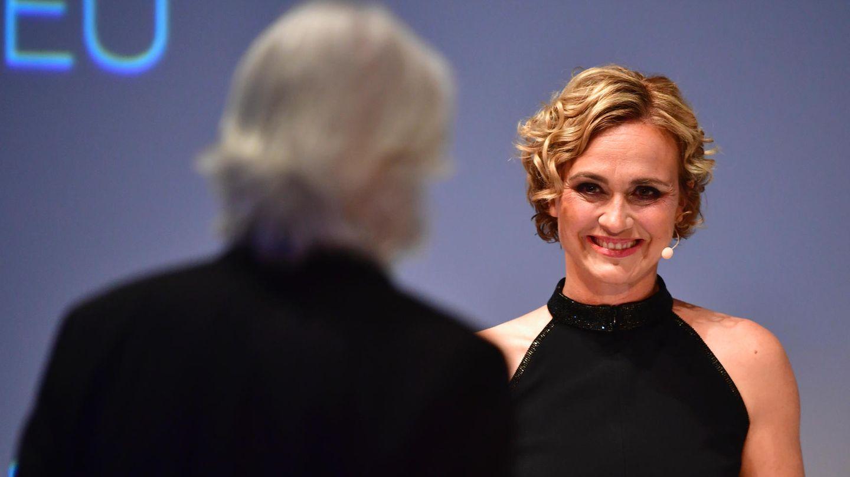 Nannenpreis 2017 Caren Miosga lächelnd auf der Bühne