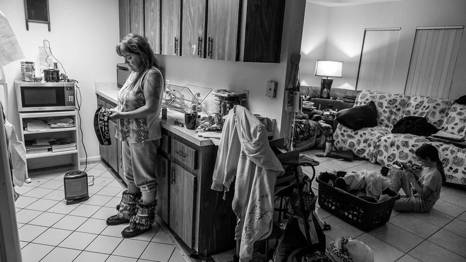 Einst war sie Flugzeugmechanikerin, eine Heldin des US-Militärs. Heute ist Connie Sue Foss arbeitslos, lebte mit Tochter Ally auf der Straße
