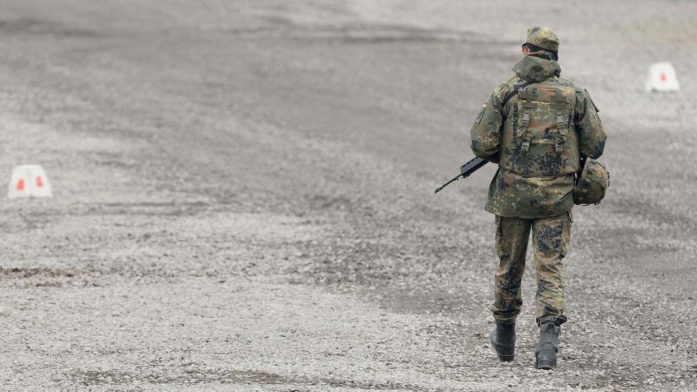 Ein Soldat der Bundeswehr auf einem Truppenübungsplatz (Symbolfoto)