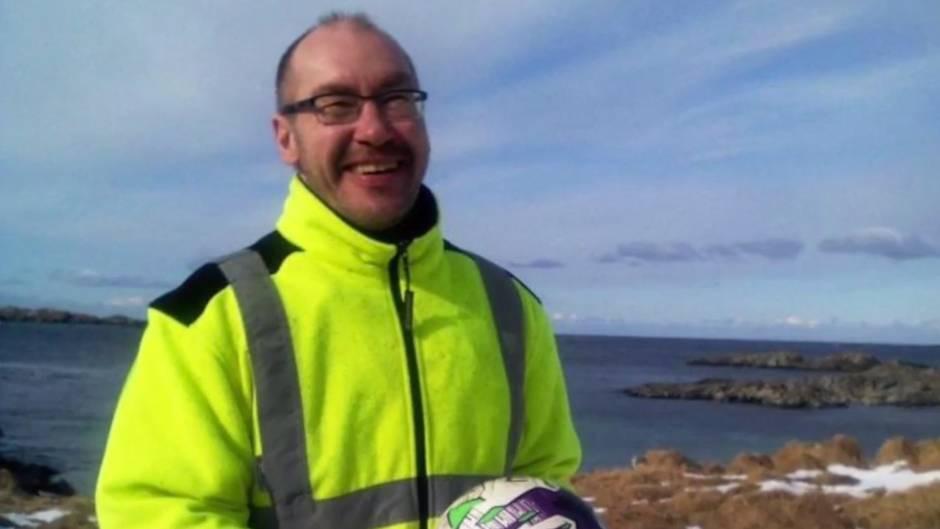 Überflieger: Der 1.800-Kilometer-Schuss: Fußball aus Schottland landet in Norwegen