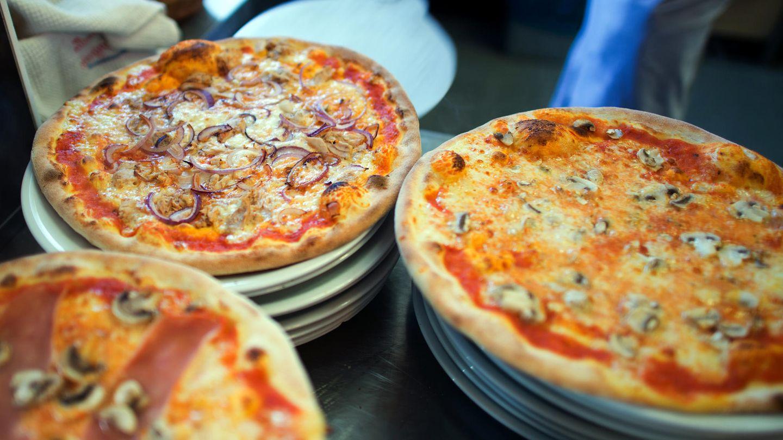 Ob die Pizza noch so appetitlich aussah, als sie von den Polizeibeamten ausgeliefert wurde, ist nicht bekannt