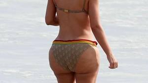 So sehen Kim Kardashians Kurven ohne Photoshop-Bearbeitung aus