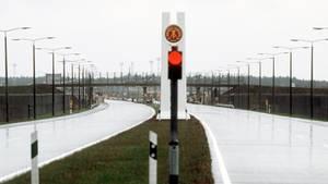 Der innerdeutsche Grenzübergang in Gudow im Jahr 1983