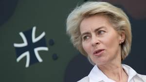 """Bundesverteidigunsministerin Ursula von der Leyen kritisiert den """"falsch verstandenen Korpsgeist"""" bei der Bundeswehr"""