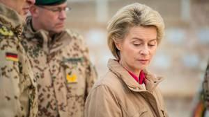 """Ursula von der Leyen hat der Bundeswehr """"Haltungsprobleme"""" und """"Führungsschwäche"""" vorgeworfen"""