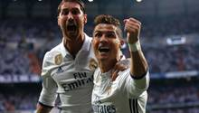 Champions League: Cristiano Ronaldo (r.) jubelt mit seinem Teamkollege Sergio Ramos (l.) über sein Tor zum 1:0