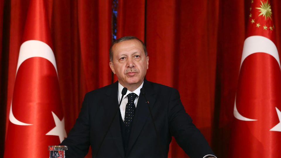 Präsident Recep Tayyip Erdogan regelt Epiliermethoden in der Türkei per Dekret (Archivbild)