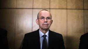 Günther Lubitz bei einer Pressekonferenz: Er gab ein eigenes Gutachten zum Germanwings-Absturz in Auftrag