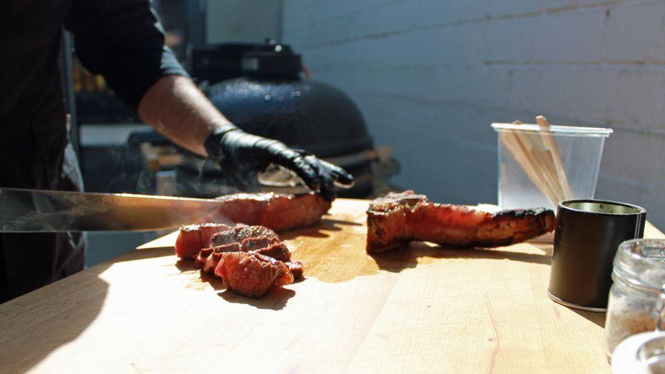 Saftig und intensiv – das Dry Aged T-Bone Steak von Jürgen David