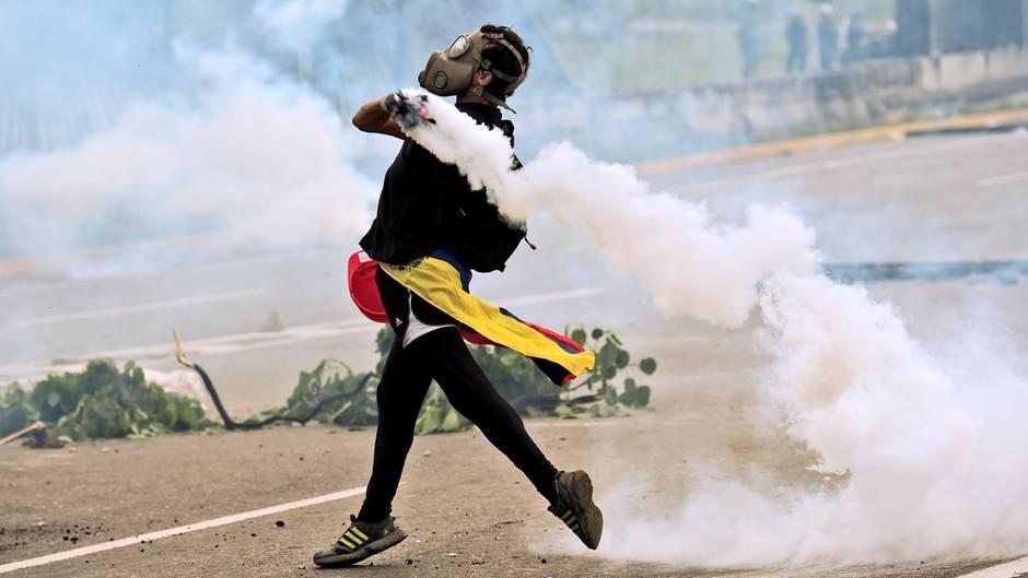 Schon einen Monat halten die blutigen Proteste in Venezuela an
