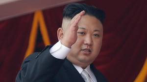 Nordkoreas Machthaber Kim Jong Un bei einer Militärparade