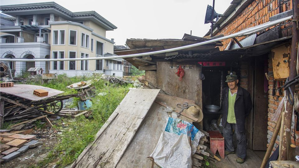 Bauruinen: Warum dieser Mann und sein Hund eine chinesische Geisterstadt bewachen