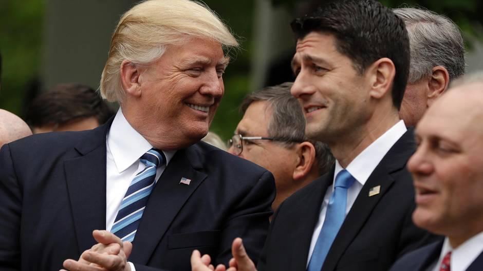 Donald Trump und Paul Ryan haben die Gesundheitsreform doch noch durch das Repräsentantenhaus bekommen