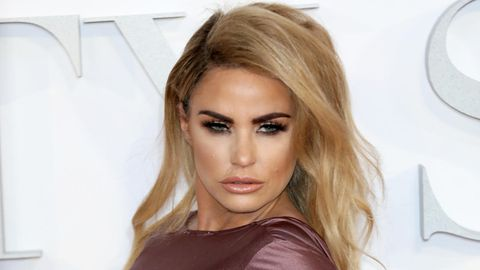 "Model Katie Price in London auf der Premier von ""Fifty Shades Darker"""
