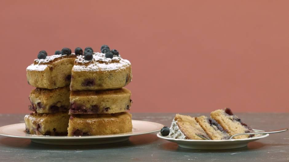 Blaubeer-Waffel-Kuchen: Warum Waffeln oder Kuchen, wenn auch beides geht?