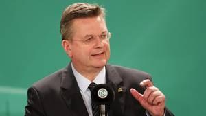 DFB-Präsident Reinhard Grindel spricht auf einer Veranstaltung