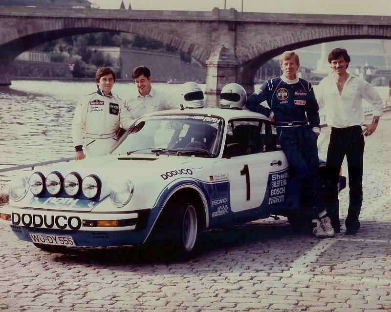 Dieter Röscheisen (rechts) mit Walter Röhrl (Mitte) und Christian Geistdörfer (ganz links)