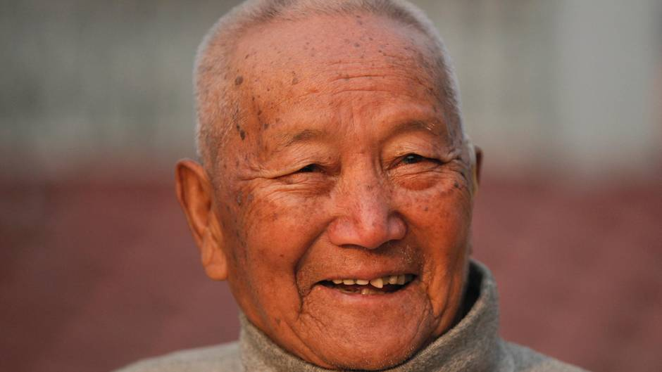 Mount-Everest-Bergsteiger Min Bahadur Sherchan lächelt in die Kamera