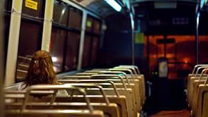 Nachts allein im Bus