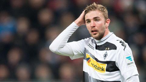 Christoph Kramer im Trikot von Borussia Mönchengladbach fasst sich an den Kopf