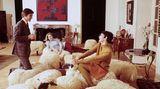 Auch Francois-Xavier Lalannes Sitzmöbel in Form von Schafen passen besser in eine großzügige Pariser Altbau-Wohnung.